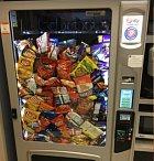 Automat na brambůrky dává všechno a zadarmo.