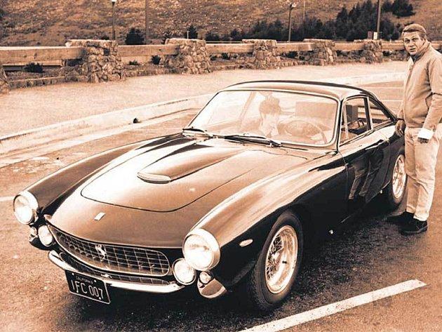 Své ferrari si Steve McQueen pořídil v roce 1963.