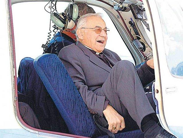 Pilot Kovář označil kardinála Vlka za výborného žáka s citem pro létání.