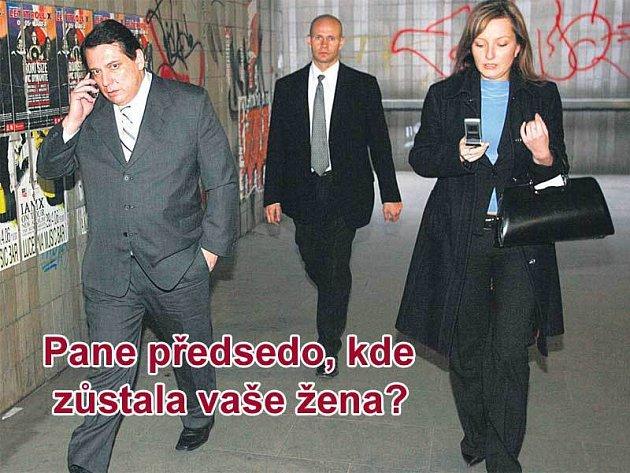 Předseda ČSSD Jiří Paroubek přišel do Státní opery se sekretářkou Alenou Račkovou.