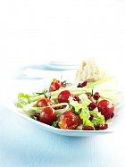 Rajčatový salát s brusinkami