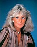 45 let: Platinová Krystle Carringtonová. Závan 80. let.
