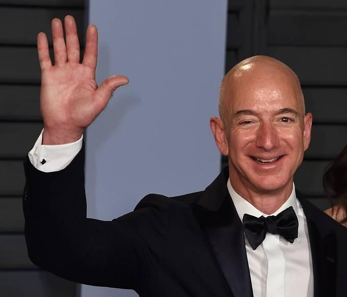Jeff Bezos vlastní společnost Blue Origin, která vyvíjí vesmírnou loď s názvem The Blue Moon.