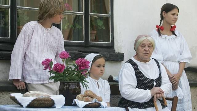 Čas od času legenda ožije a vRatibořicích se objeví živá babička svnoučaty.