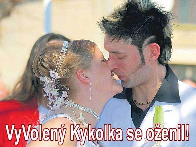 Ani Kykolkova svatba se neobešla bez prvního manželského polibku.