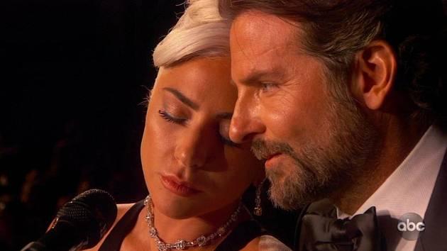 Lady Gaga a Bradley Cooper
