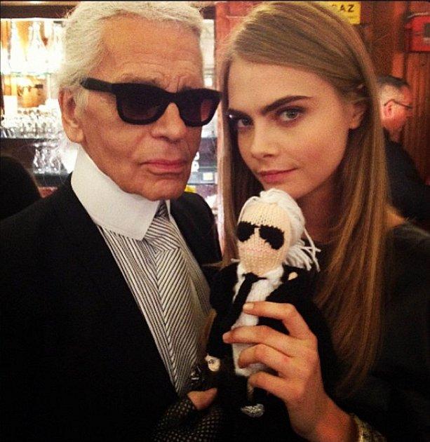 Karl Lagerfeld a Cara Delevigne
