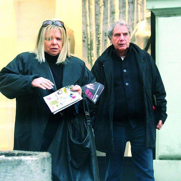 Josef Laufer a Irena Greifová jsou ipřes občasné pomluvy jedním znejstabilnějších párů českého showbyznysu.