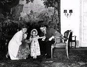 Adolf Hitler s Emmy a Eddou Göringovýmy. Dcerou a manželkou Hermanna Göringa, jednoho ze svých nejvěrnějších pobočníků.