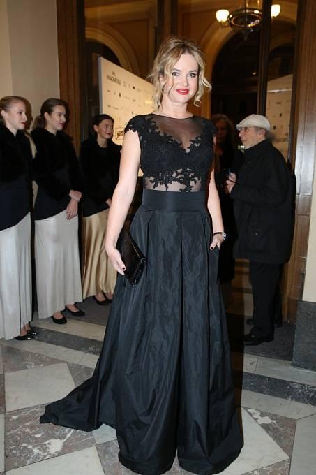 Černé šaty s krajkou se paní premiérové vcelku povedly.