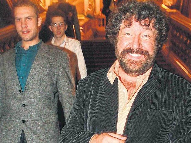 Kuloáry na večírku Febiofestu se neslo, že tajemný muž, který šel za režisérem Zdeňkem Troškou, je prý jeho přítel.