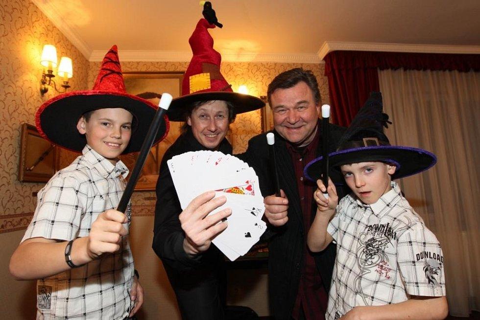Václav s kouzelníkem a vnuky