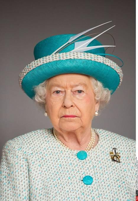 Dosud nejdéle vládnoucí panovnice světa, britská královna Alžběta II., možná bude muset předat své žezlo. Světová média totiž spekulují o tom, že devadesátileté královně už docházejí síly.