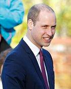 Princ William se ukázal s kratšími vlasy.