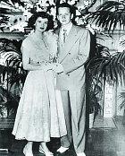 Její prvním  manželem se stal spolužák Paul Mansfield.