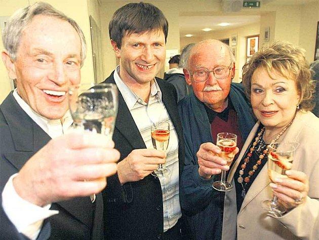 Tříska, Hrušínský, Lipský a Bohdalová společně zavzpomínali na skvělé Komorní divadlo.