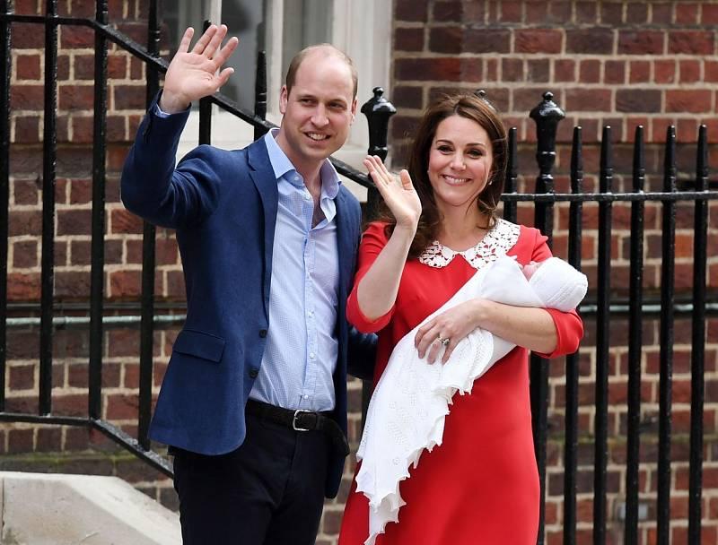 Starší syn prince Charlese a princezny Diany, princ William s chotí Kate. V současnosti používají tituly vévody a vévodkyně z Cambridge. Kate je velmi často srovnávaná se svojí zesnulou tchýní. Stejně jako ona je mezi Brity velmi populární.