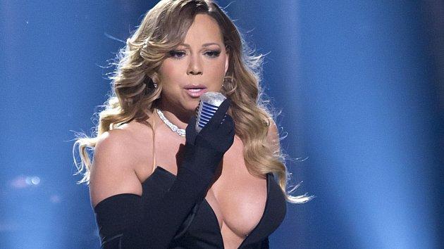 Mariah Carey má prý trápení plnou duši.