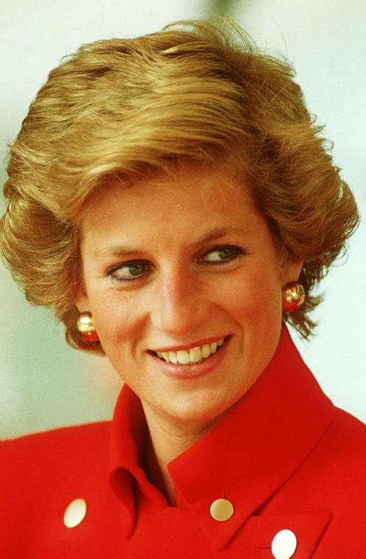"""Princezna Diana si vysloužila přezdívku """"Princezna lidských srdcí""""."""