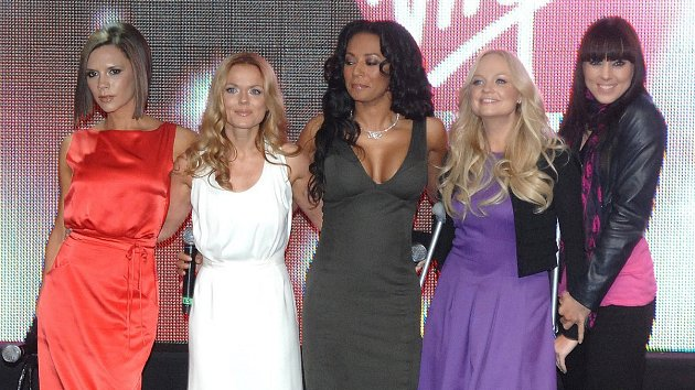 Slavná dívčí skupina Spice Girls pohromadě. Která sdam vmládí experimentovala?