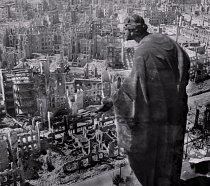 Po konci války zůstalo mnoho měst rozbombardovaných. Jedno z nich byly i Drážďany, které utrpěly mnohačetné ztráty nejen na životech, ale také jako město. Zničen byl nespočet budov.
