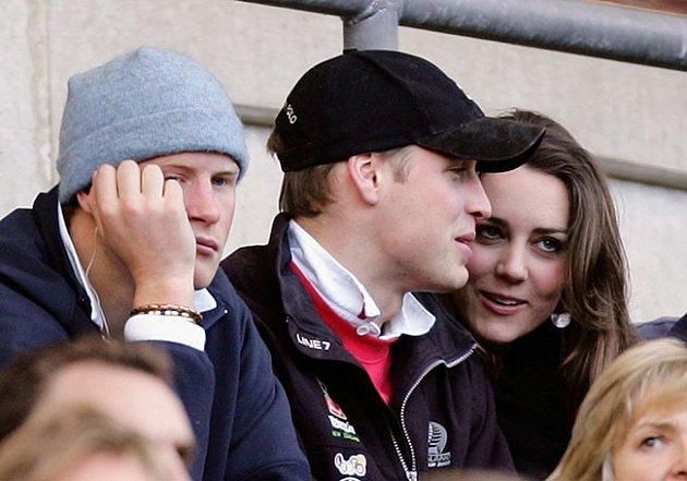 Harry kření královskému páru