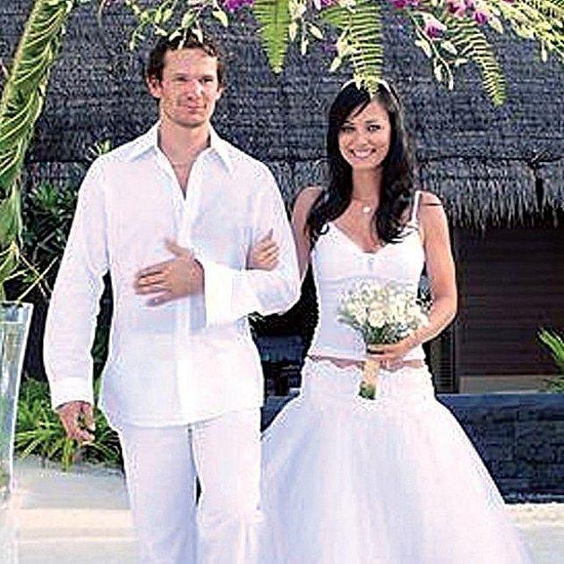Manželé Eliášovi mají svatební fotky v ráji.