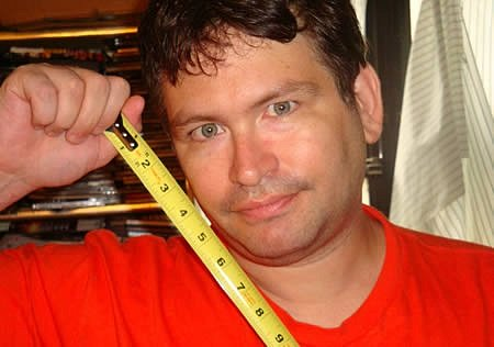 Nejdelší penis měří 34centimetrů.