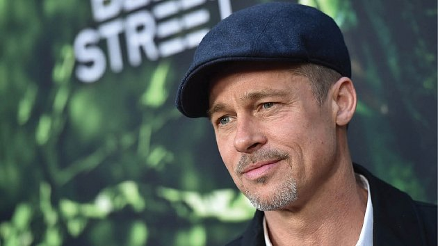 Brad Pitt sám zůstat nechce.