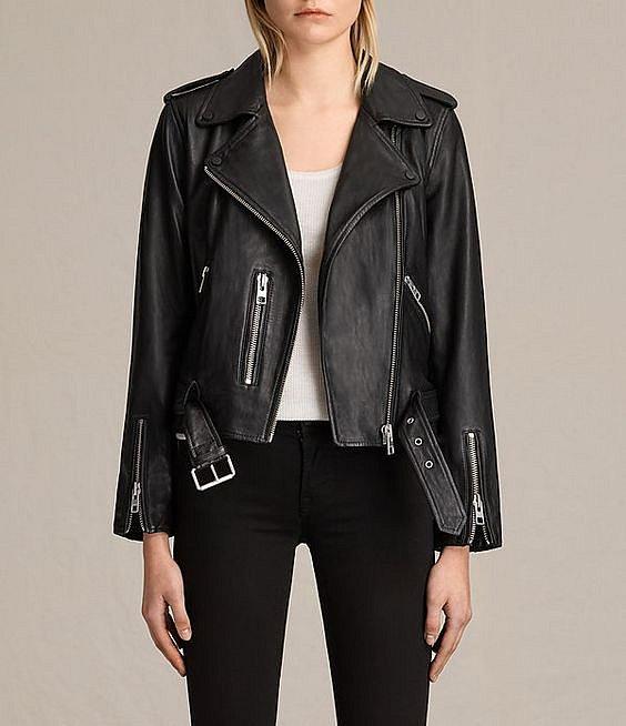 Kožená, či koženková bunda dodává šmrnc.