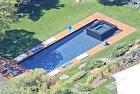 Bazénu nemůže chybět vířivka...