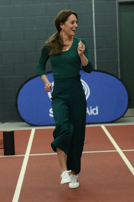 Kate je ráda dámou, ale nemá problém skočit do sportovního oblečení.