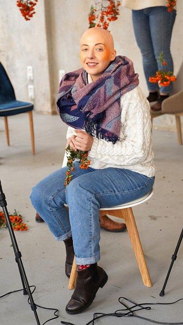 Slováčková se vážnou nemocí nenechala zastrašit a nezrušila žádný ze svých pracovních závazků. Naopak se rozhodla, že bude o rakovině co nejvíce hovořit a tak poslední týdny dala na toto téma zpěvačka nespočet rozhovorů.