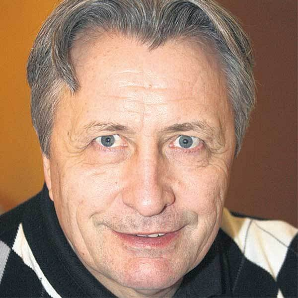 Ruský hokejový veterán Alexandr Jakušev