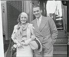 Douglas Fairbanks Jr. byl jejím prvním manželem. Nebo možná už druhým.