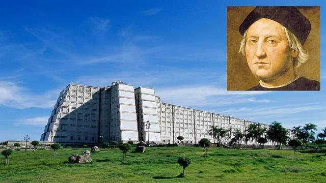 Maják vSanto Domingu vypadá spíše jako pevnost. Kryštof Kolumbus chtěl být pohřben vNovém světě.