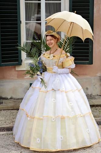 Krásné šaty, co říkáte? Takhle se oblékala kněžna Zaháňská.