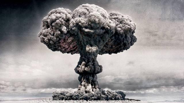 Jak by také svět mohl přijít k úhoně? Podle všeho je to nejpravděpodobnější, totiž že zkázu přivodí člověk sám. Prostředky na to má. A nemusí to být zrovna jaderné zbraně.