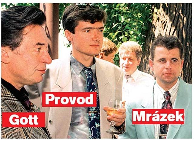 Karel Gott ve společnosti smafiánem Provodem (nyní ve vězení) a mafiánem Mrázkem (zastřelen neznámým odstřelovačem).