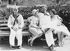 Plačící Laurel, spokojený Hardy. Záběr zgrotesky Men O´War (1929).