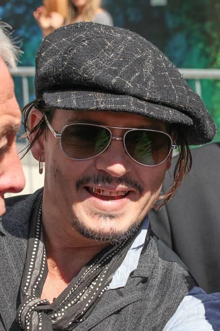 Johnny Depp má momentálně dost zajímavé zuby.