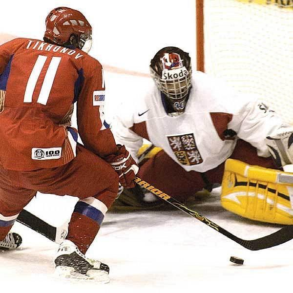Tichonov si vychutnává českého gólmana Neuvirtha a Rusové vedou 2:0.