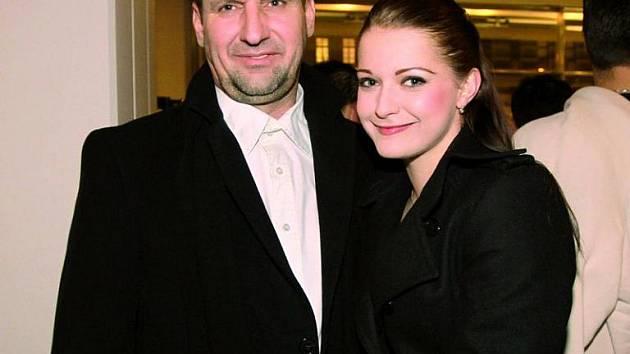 Manželem Vaňkové se stane o 23 let starší Jelínek.