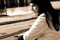 Populární zpěvačka přišla kvůli chemoterapii o vlasy. Nikdo ale nic nepoznal, protože si pořídila paruku, jež kopíruje její účes.