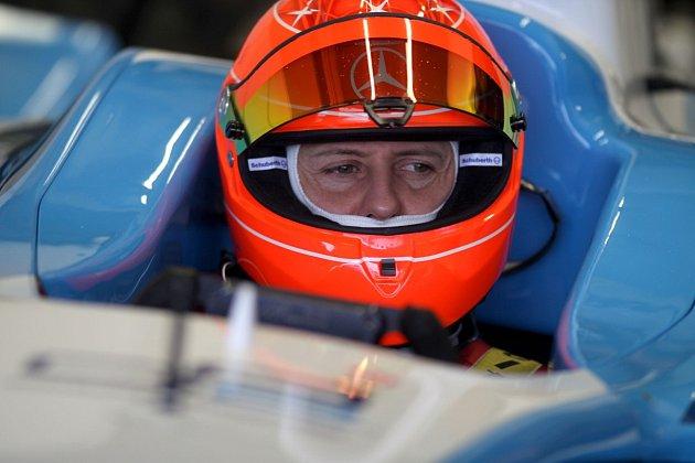 Připomeňte si triumfy a výjimečnost Michaela Schumachera vdokumentu ojeho životě.