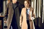 David Duchovny a Gillian Andersonová jako agenti FBI Fox Mulder a Dana Scullyová.