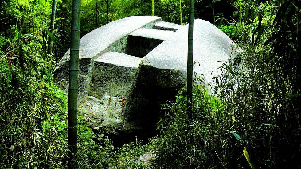 To není bunkr zdruhé světové války, ale mnoho set let stará záhada .