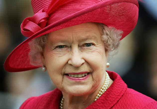 Královna Alžběta dala přednost odpočinku, není jí dobře.Zčinů Meghan a Harryho je vykolejená.