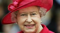 Královna Alžběta dala přednost odpočinku, není jí dobře.Z činů Meghan a Harryho je vykolejená.