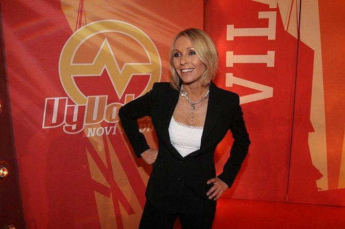 Moderovala několik řad reality show Vyvolení.